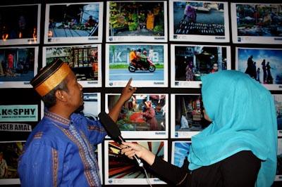 Arif Faisal diwawancara salah satu stasiun televisi lokal. Foto: Lambang C.P