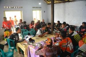 Peserta latber PT Gudang Garam Tbk. istirahat dan makan bersama (poto: Febby Gumilar)