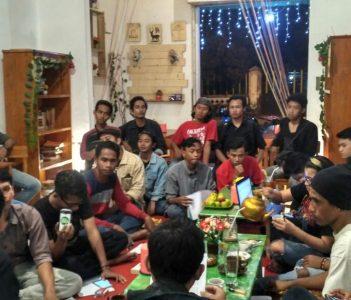 Keseruan Diskusi di Kedai Kata Kita (Foto : Puguh Asmani)
