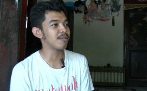 Russidiq, pembuat wayang karton dari Gurah. (foto: Danu Sukendro)