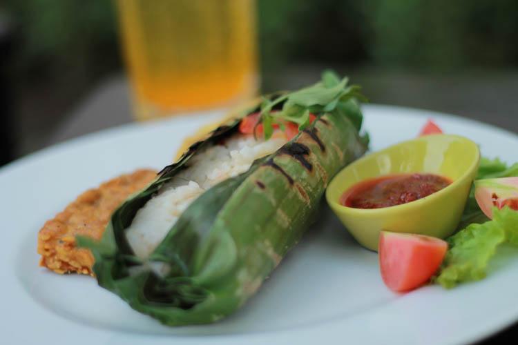 Nasi bakar ayam kemangi merupakan salah satu menu favorit. (Foto: Idealist C&K)