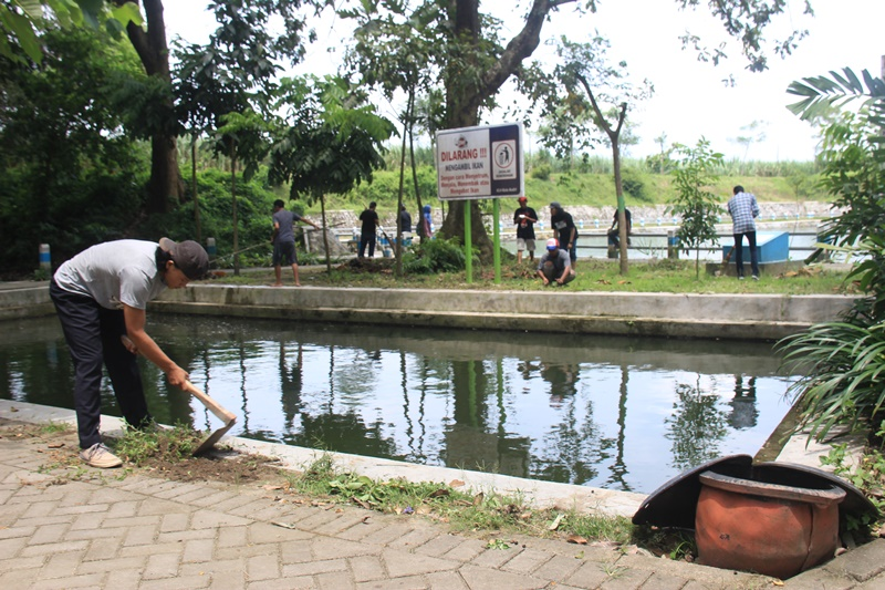 Kebersamaan dalam Hari Air Sedunia di Sumber Jiput. | Foto : Puguh Asmani